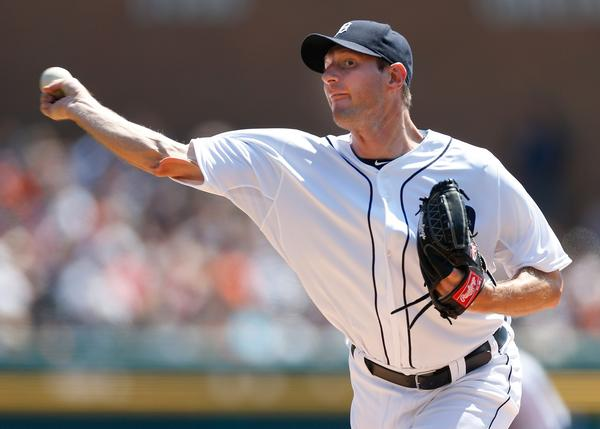 Max Scherzer of the Detroit Tigers throws Sunday against the Royals.