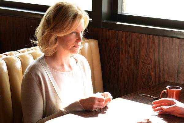 Skyler (Anna Gunn) meets with Hank to discuss what she knows about her husband.