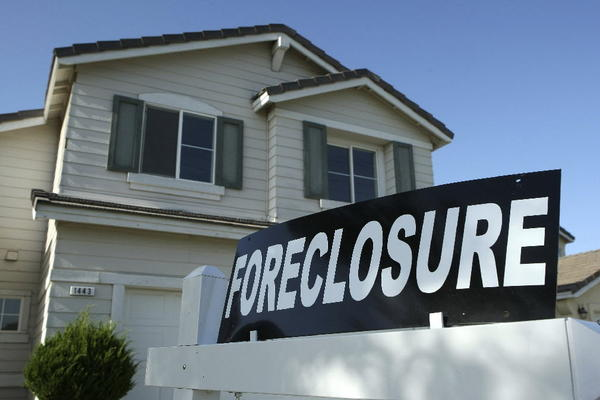 Foreclosure lawsuits peaked in 2009 before falling dramatically in 2010 and 2011. But last year, foreclosures rebounded, and so did the income of some marshals.