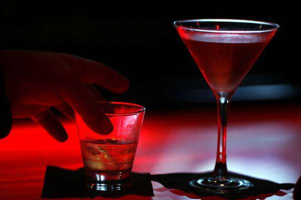 A study suggests that a common set of genes may increase risk for alcohol dependence and eating disorders.