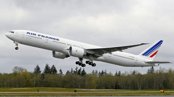A Boeing 777 in Air France livery.