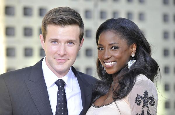 Rutina Wesley files for divorce