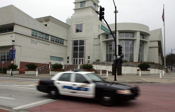 The U.S. 9th Circuit Court of Appeals has cleared the way for a former Burbank police detective to sue the Police Department over his claims of mistreatment after he complained about abuses.