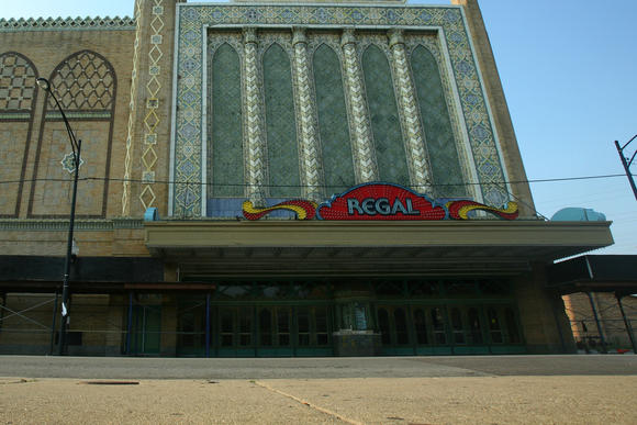 The New Regal Theater on 79th Street just east of the Chicago Skyway in 2011.
