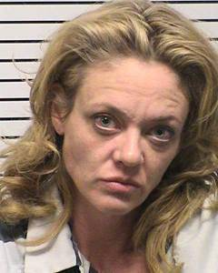 Actress Lisa Robin Kelly, shown after her arrest for assault, died last week at a Los Angeles addiction treatment facility she had entered a few days before.