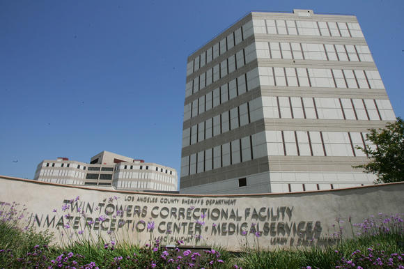 The Twin Towers Correctional Facility in Los Angeles. ( Robyn Beck