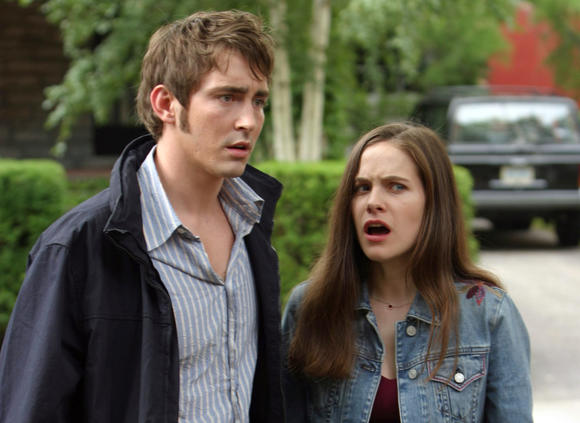 "Lee Pace and Caroline Dhavernas in ""Wonderfalls."""