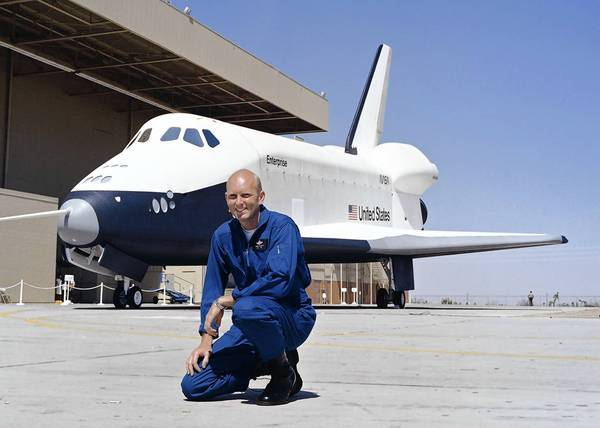 Gordon Fullerton, who flew two space shuttle missions and had an extensive career as a research and test pilot for NASA and the Air Force, died Wednesday at 76.