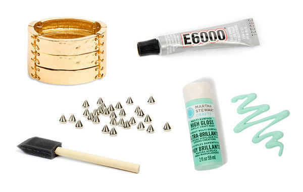 Start-up Darby Smart sells do-it-yourself crafting kits that enable buyers to create their own customized pieces. Its newest kits feature gold and silver bracelets from Santa Monica brand JewelMint.
