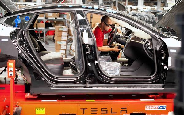 "One key fact that went unnoticed this week as Tesla Motors trumpeted the Model S' ""best"" crash-test rating in the media is that the federal government doesn't test most other luxury cars. Above, a Model S is assembled at the company's plant in Fremont, Calif."