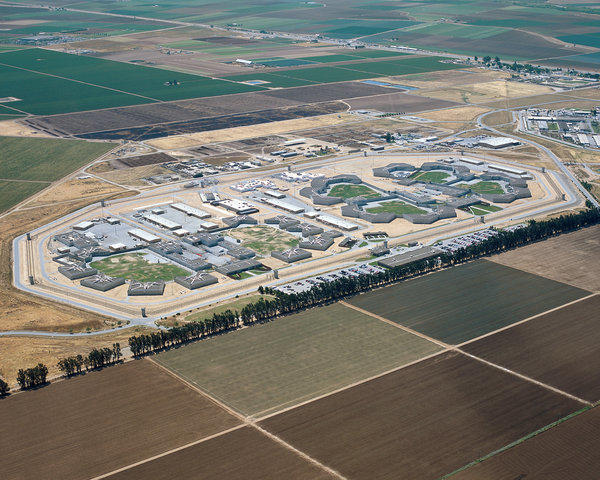 A team of medical experts Friday told a federal judge that medical care at Salinas Valley State Prison puts prisoners at risk of death.