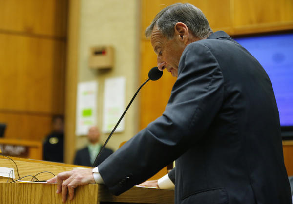 San Diego Mayor Bob Filner addresses a special meeting of the San Diego City Council after resigning as the city's mayor.