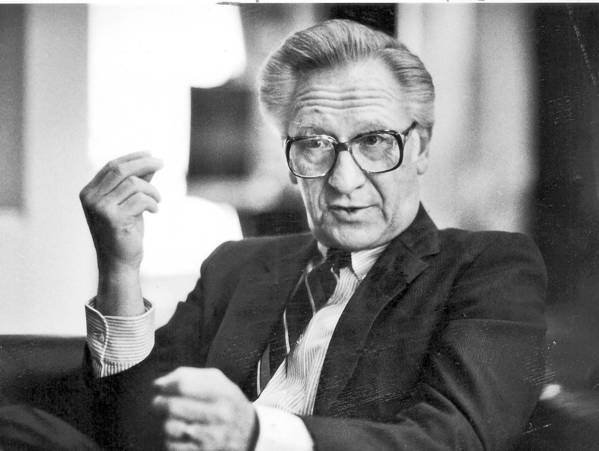 William Kieschnick, chief executive of Atlantic Richfield oil company in the 1980s, is shown in his office in 1985. He died Wednesday in Napa at the age of 90.