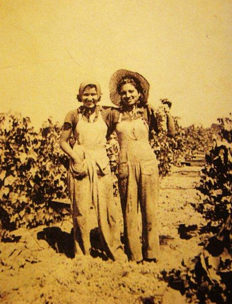 Beatrice Kozera, left, and her sister Angie in Selma, Calif., in 1947.