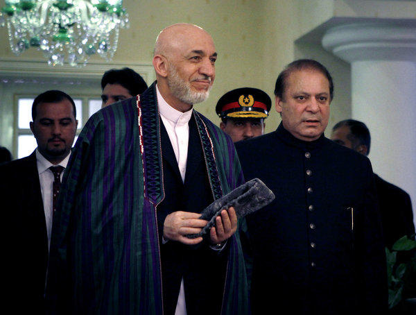 Afghan President Hamid Karzai, center left, and Pakistani Prime Minister Nawaz Sharif, right, arrive Monday for a meeting in Islamabad, Pakistan.