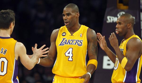 Former Lakers forward Antawn Jamison says he has agreed to a one-year deal with the Clippers.