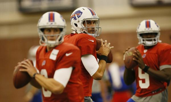 Buffalo Bills quarterbacks Jeff Tuel, left, and Matt Leinart take part in a team practice session Monday. Leinart hopes to make an impact with the quarterback-needy Bills.