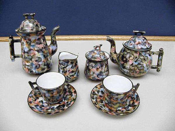 Antiques Roadshow experts were stumped by this graniteware tea set.