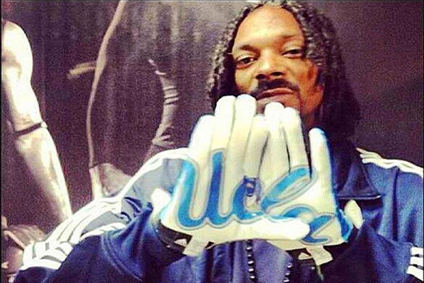 Longtime USC fan Snoop Dogg recently was photographed in UCLA gear.