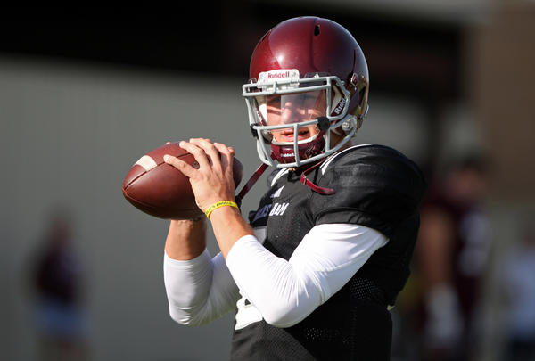 Texas A&M Aggies quarterback Johnny Manziel warms up at a recent practice.
