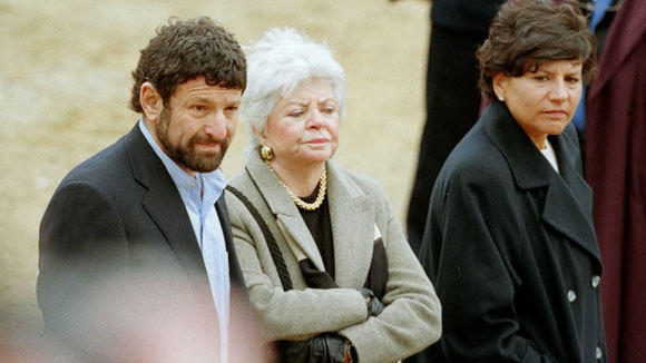Nicholas Pritzker, from left, Cindy Pritzker and Penny Pritzker attend an event for Chinese Premier Zhu Rongji at Marellbar Farm in Libertyville April 11, 1999.