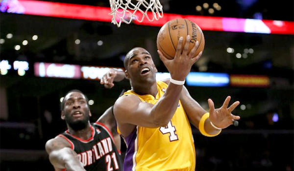 Veteran forward Antawn Jamison signed a one-year contract with the Clippers on Wednesday.