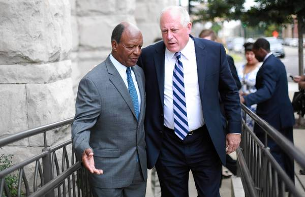 "Gov. Pat Quinn, right, ended a similar early release program in 2009 after it was discovered that thousands of inmates had been released after a few weeks in custody. He called that program a ""mistake"" and blamed the state corrections chief, who later resigned."