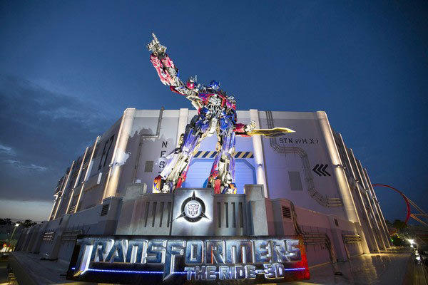 "No. 6 on <b><a href=""/travel/vacation-starter/attractions/orl-top-50-orlando-attractions-photos,0,3536595.photogallery"">Dewayne Bevil's Top 50 Orlando Theme Park Attractions</a></b>. Transformers blew into town with a reputation. The same ride was a hit at Universal parks in Hollywood and Singapore.  It lives up to its big billing: Big characters, big screen, big actions scenes with robots at war and riders in the middle of it."