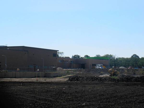 A new Mariano's grocery store is expected to open in late October in Wheaton at the corner of Roosevelt and Naperville roads.