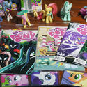 """My Little Pony"" comic books and figurines"