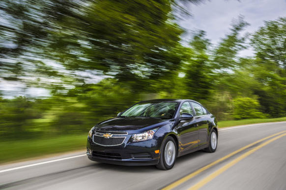 The 2014 Chevrolet Cruze clean turbo diesel is EPA-rated at 27 mpg in city driving, 46 on the highway and 33 combined.