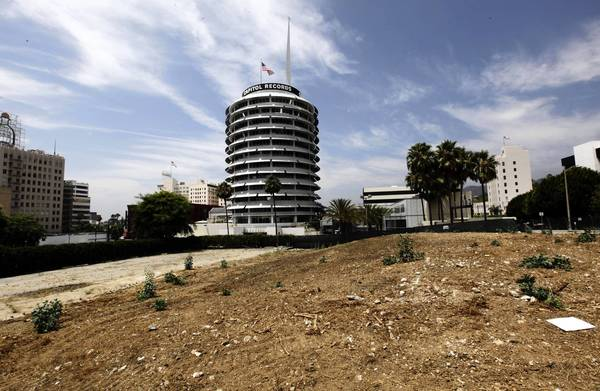 Developers of a high-rise project near the Capitol Records Tower in Hollywood face questions over seismic safety.