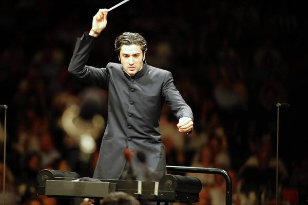 David Afkham leads the Los Angeles Philharmonic at the Hollywood Bowl.