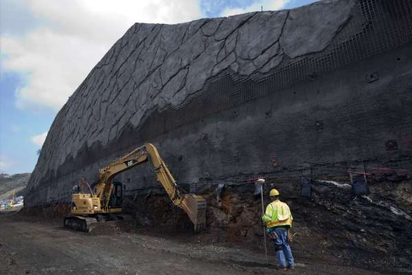 Retaining wall along 405 Freeway