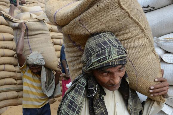 INDIA-FOOD-POVERTY-LAW