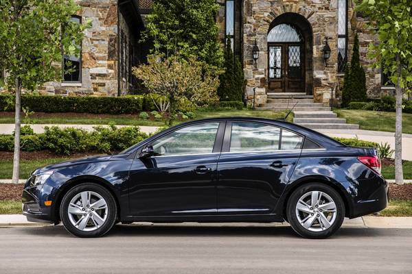 The Chevrolet Cruze turbo diesel appears largely unchanged from the gas model. Only a tiny green badge on the trunk lid and a small rear spoiler denote that something different lies under the hood.