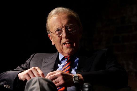 Renowned British broadcaster Sir David Frost died Saturday night after a suspected heart attack aboard the Queen Elizabeth cruise ship.
