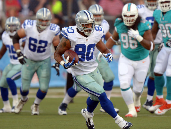 Former Dallas Cowboys tight end Dante Rosario (80) carries the ball against the Miami Dolphins in the 2013 Hall of Fame Game at Fawcett Stadium.