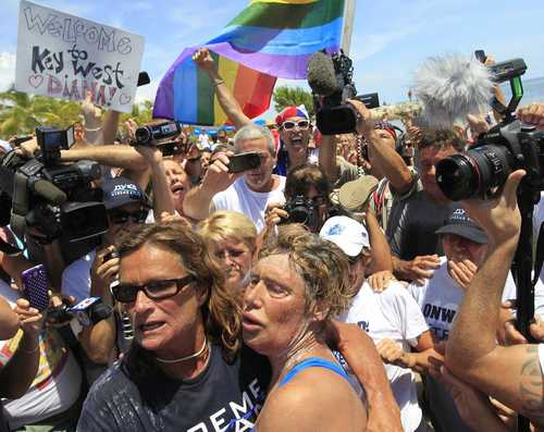 U.S. long-distance swimmer Diana Nyad (front right), 64, is welcomed ashore after completing her swim from Cuba as she arrives in Key West, Florida, September 2, 2013.