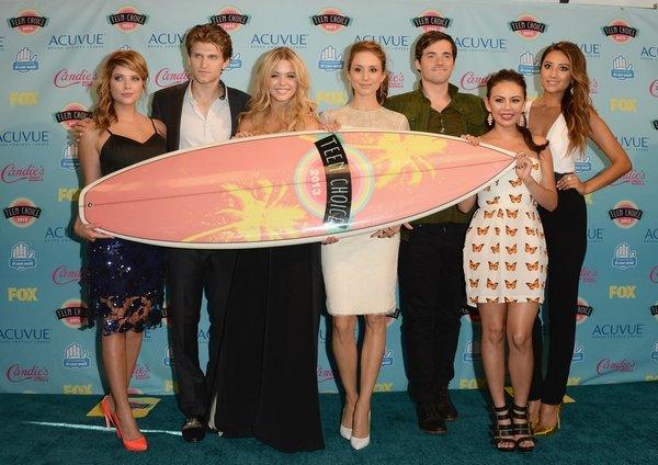 "The summer finale of the ABC Family drama ""Pretty Little Liars"" ranked as the most social TV show of the week, generating nearly 1.9 million comments on Twitter. The cast, from left, Ashley Benson, Keegan Allen, Sasha Pieterse, Troian Bellisario, Ian Harding, Janel Parrish and Shay Mitchell, won the Choice TV Show at the Teen Choice Awards."
