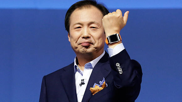 Samsung executive Shin Jong-kyun presents the Samsung Galaxy Gear smartwatch on Wednesday.