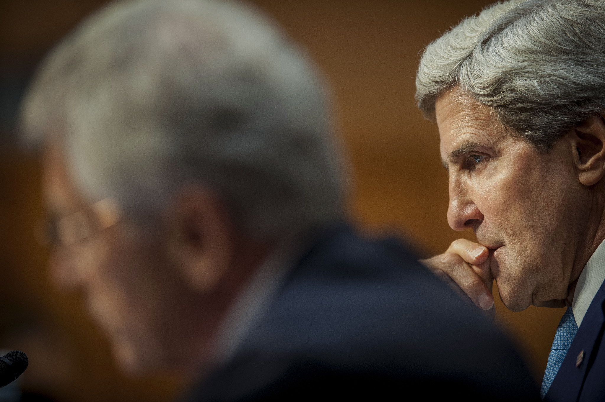 Debate over  strikes on Syria - Kerry listens on