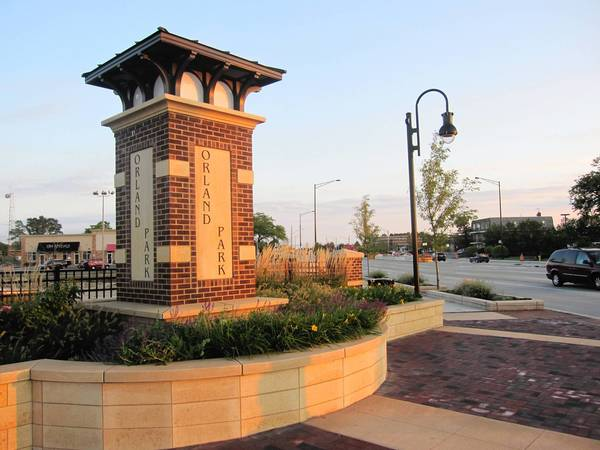 Orland Park plans to build a new monument sign on 147th Street and La Grange Road. Its design is modeled off of the one on 143rd Street and La Grange, shown above.