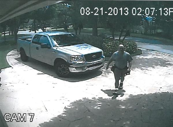 Coral Springs Police are looking for a burglary suspect posing as a maintenance man