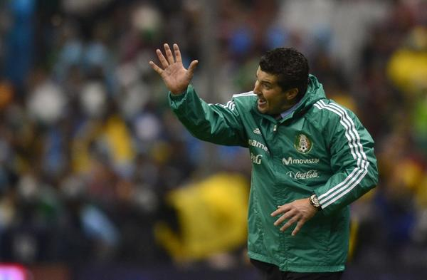 Mexico's coach Jose Manuel de la Torre gestures during their Brazil 2014 FIFA World Cup CONCACAF qualifier match against Honduras, at the Azteca Stadium in Mexico City, on September 6, 2013. AFP PHOTO/ Yuri CORTEZYURI CORTEZ/AFP/Getty Images ORG XMIT: