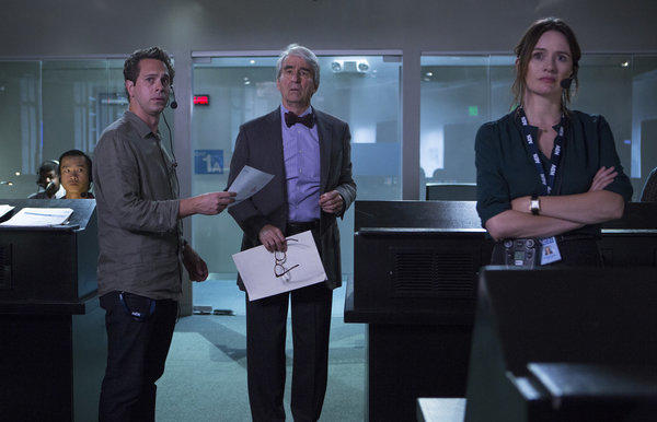 Joey Phan (Trieu Tran), Don Keefer (Thomas Sadoski), Charlie Skinner (Sam Waterston) and MacKenzie McHale (Emily Mortimer) await results from the 2012 presidential election on Episode 18 of The Newsroom.