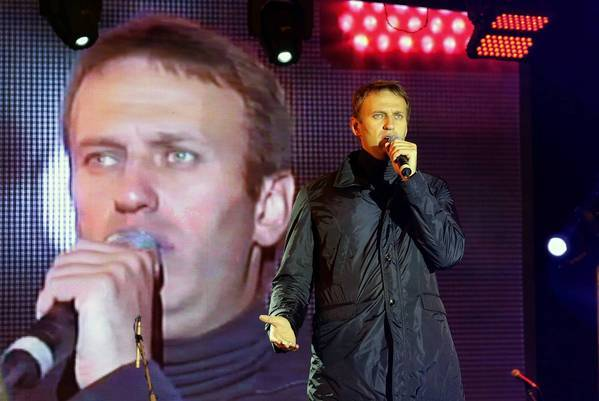 Opposition leader and Moscow mayoral candidate Alexei Navalny speaks at a campaign rally Friday. His rival, Kremlin-backed acting Mayor Sergei Sobyanin, claimed victory early Monday.