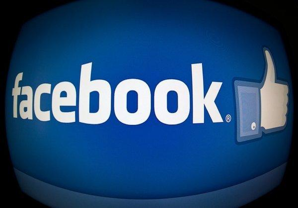 Facebook is introducing new search tools as part of an effort to challenge Twitter's dominance in public online conversations.