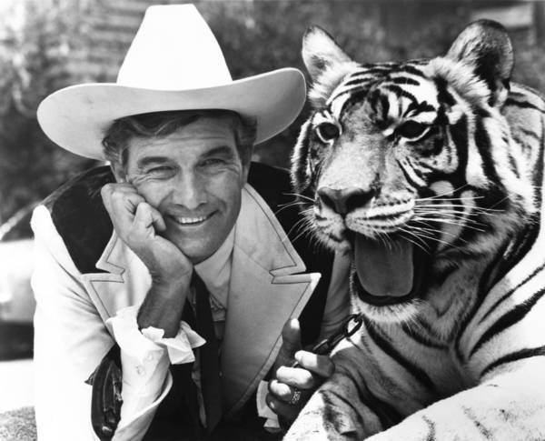 Cal Worthington and a tiger portraying his dog, Spot, pose for a portrait at his Long Beach dealership in 1976. Worthington estimated he sold a million cars in his 65-year career.