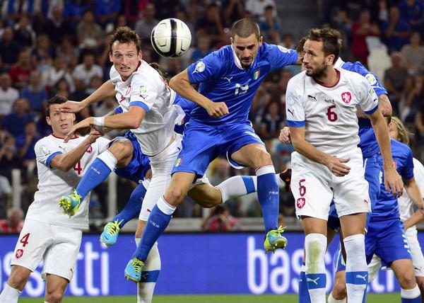 Italy's defender Leonardo Bonucci (C) fights for the ball with Czech midfielder Tomas Sivok (R) during the FIFA World Cup Qualifying group match Italy against Czech Republic on September 10, 2013 in Juventus stadium.
